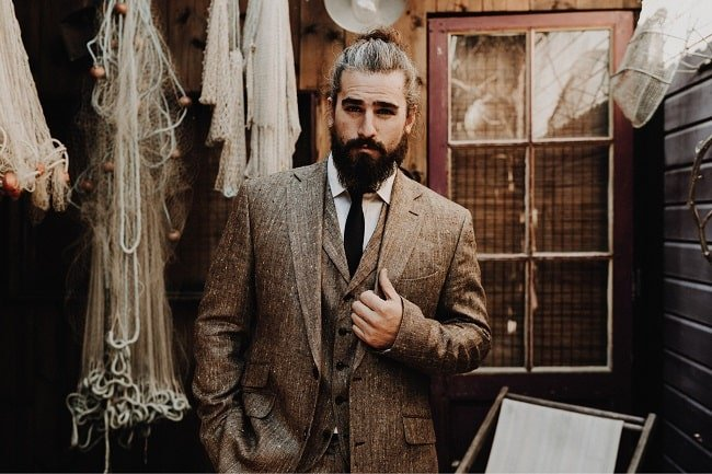 4 Clothing Items That Go Well with Tweed Jackets