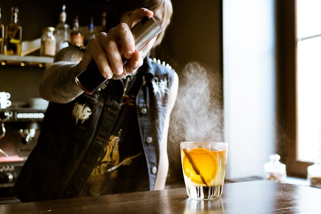 7 Must-Haves for a Gentleman's Home Bar