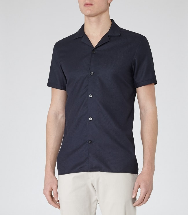 5 tips for wearing camp collar shirts
