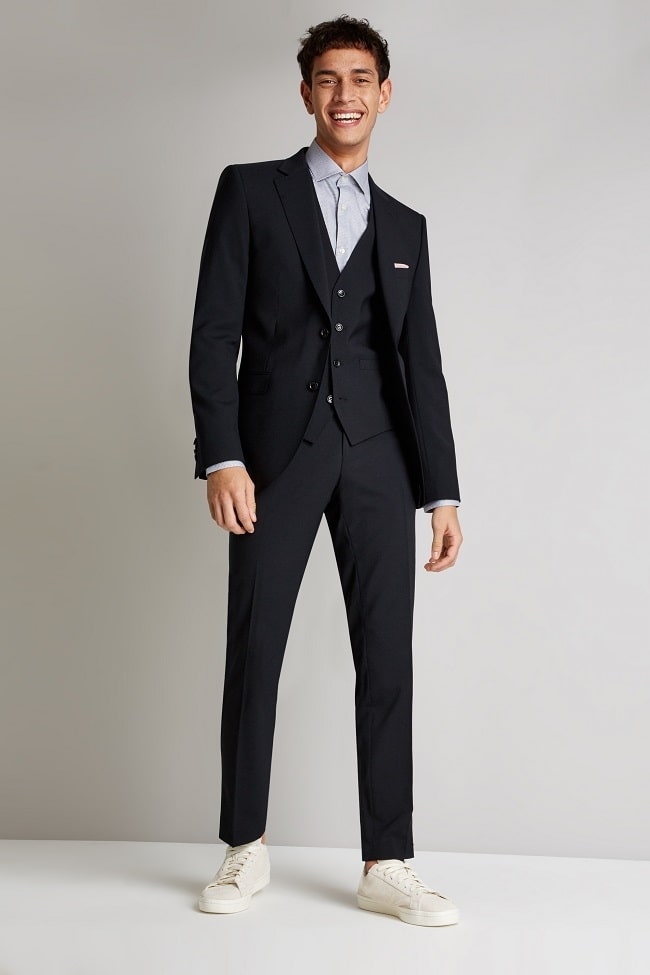 Your Guide to Black Suits