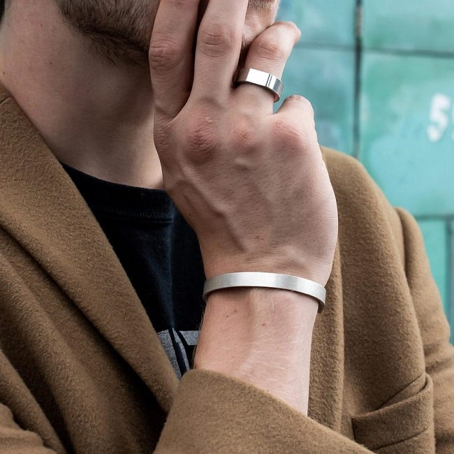Popular Metal Choices of Wedding Bands for Men