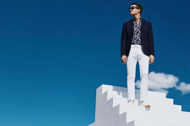 How to Wear White Jeans During Summer