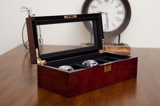 Win a £118 Luxury Watch Box from WOLF